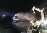 울진 앞바다서 채낚기 어선 화재… 선원 5명 전원 구조